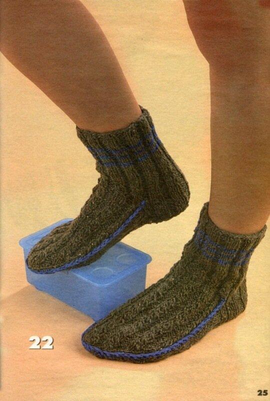 Детское вязание Схемы вязания моделей для детей.  Носки вязаные мужские.  Серо-голубые носки с ромбами можно...