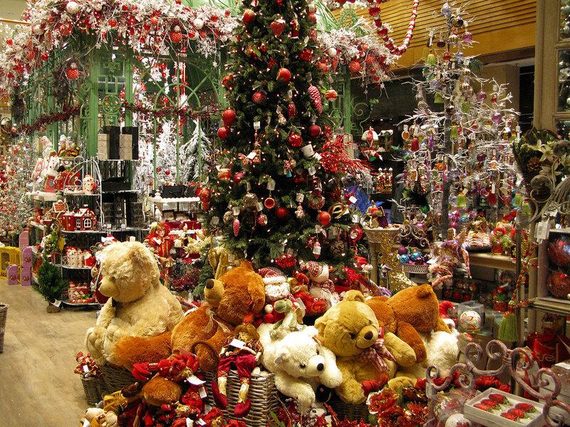 1 декабря в ЦУМе открылся Новогодний базар, который расположился в атриуме  и где представлен огромный выбор новогодних украшений, игрушек, ... 5bb524bedac