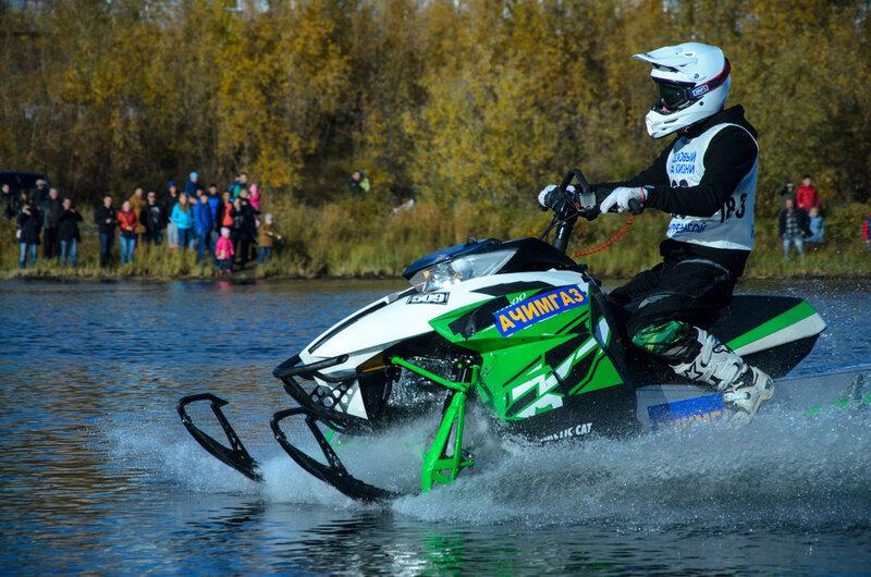 гонки на снегоходах по воде 2015