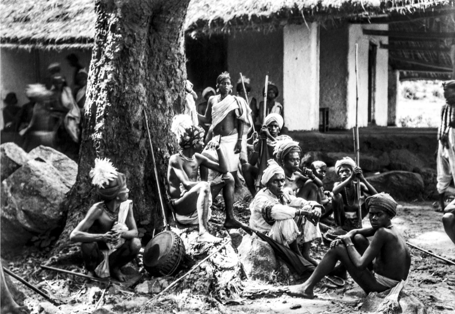 677. Орисса. Группа танцоров, сидящих под деревом