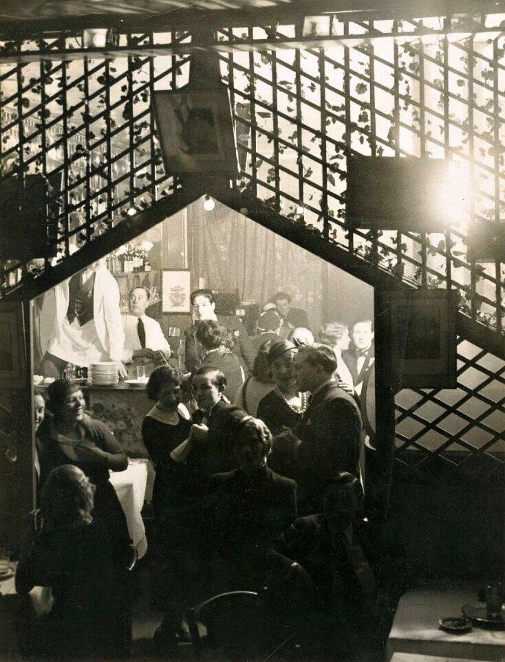 1932. «Монокль», клуб для лесбиянок.  Вечером в заведении