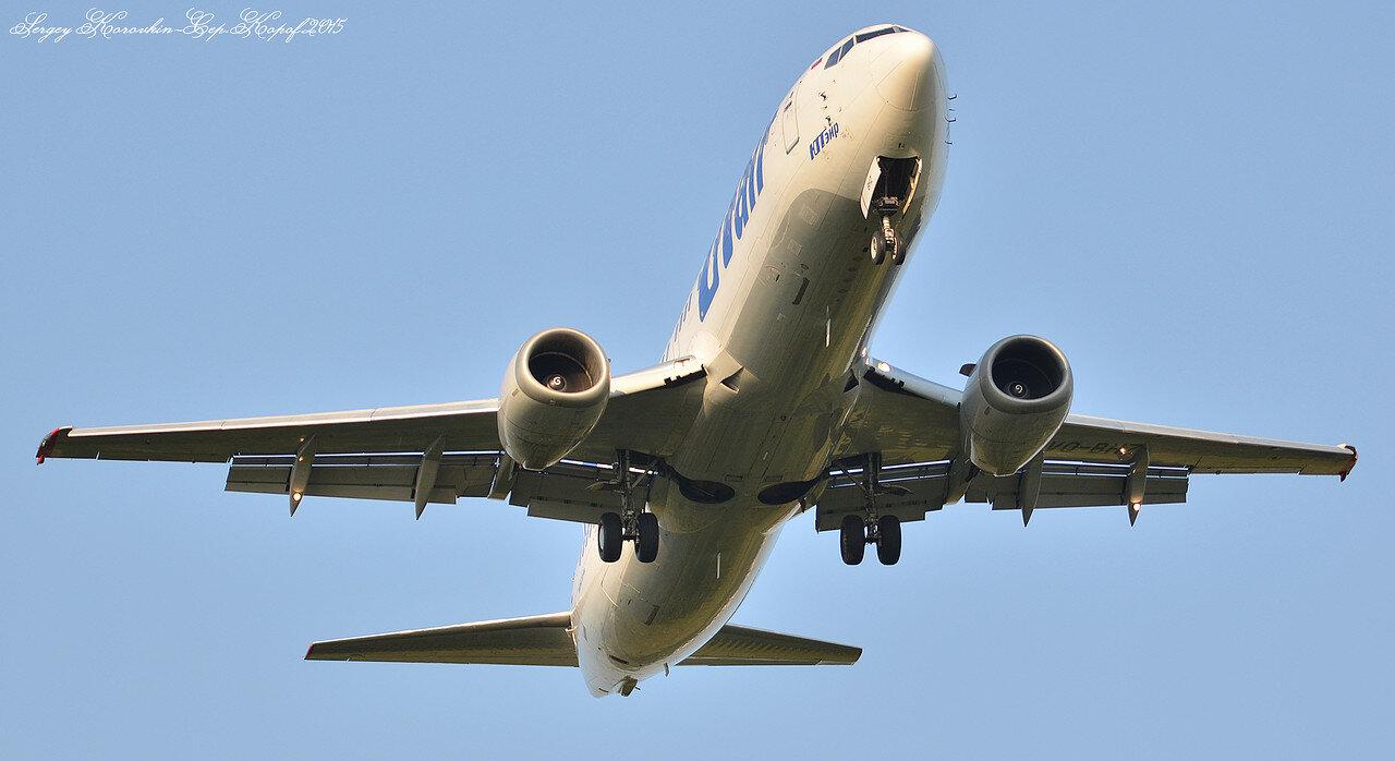 Boeing 737-46M UTair VQ-BHZ.JPG