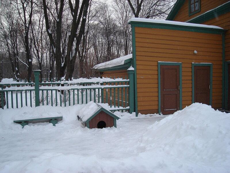 Дом-Усадьба Л.Н.Толстого /будка для собачки и хоз. постройки/