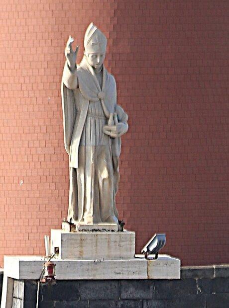 Неаполь. Мол Сан-Винченсо, статуя Святого Януария.