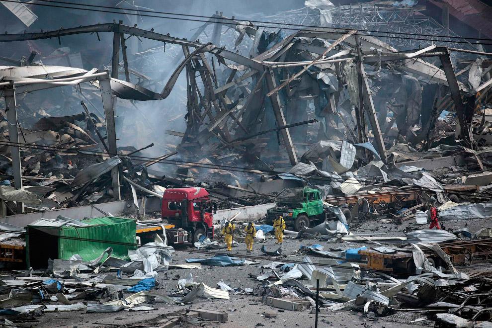 17. Тело еще одного погибшего. (Фото Jason Lee | Reuters):