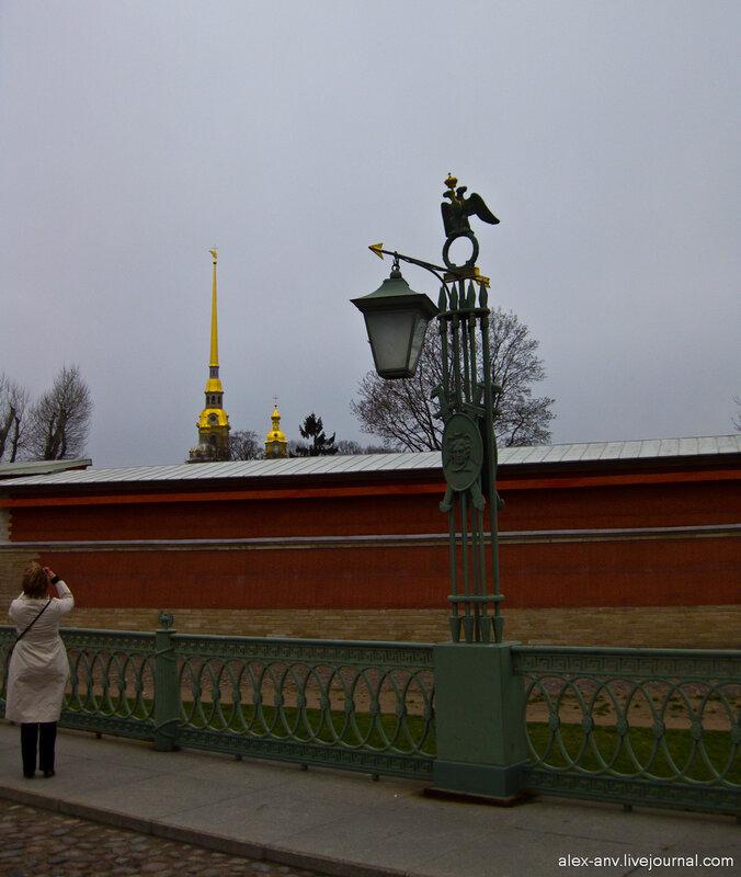 Петропавловская крепость. Фонарь на Иоанновском мосту.