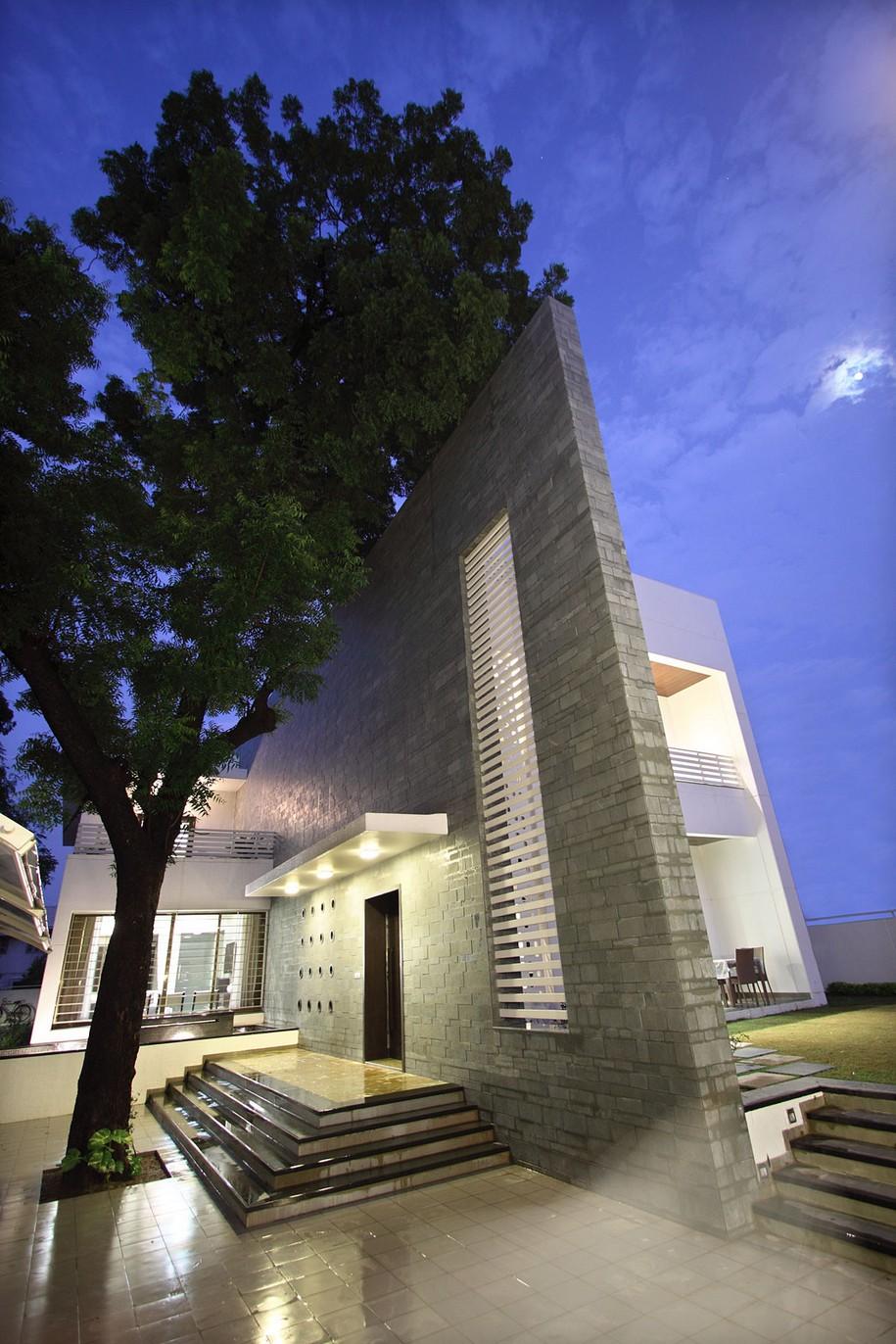 The Wall House - двухэтажный особняк в Индии