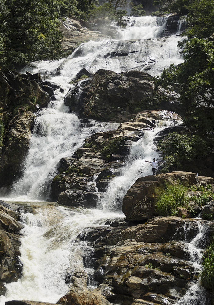 31. Шри-Ланка. Фото. Отзывы туристов. Водопад Rawana Falls понравился не только нам, но и местным жителям. (100, 35, 5.0, 1/40)