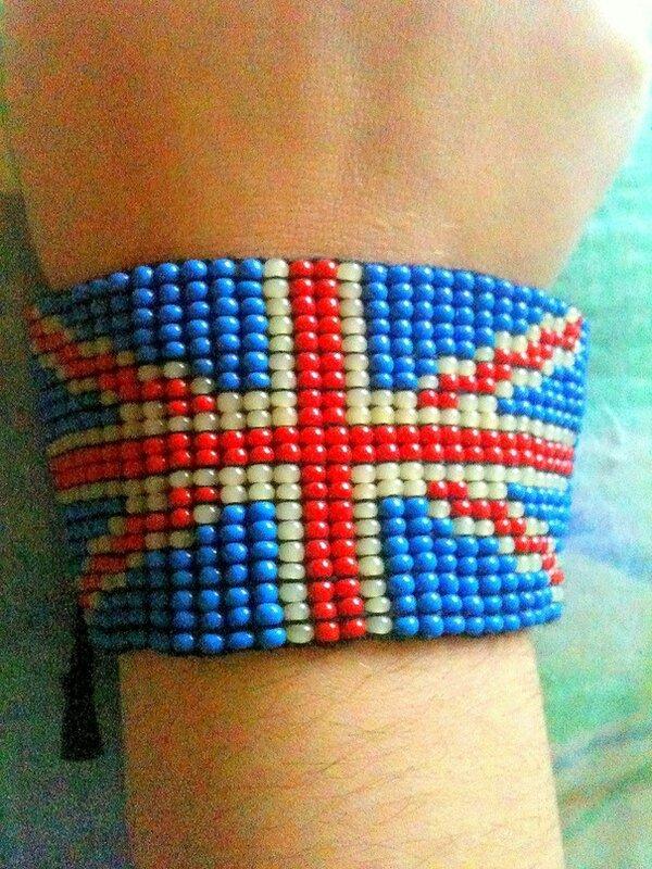 Браслетики с Британским флагом.