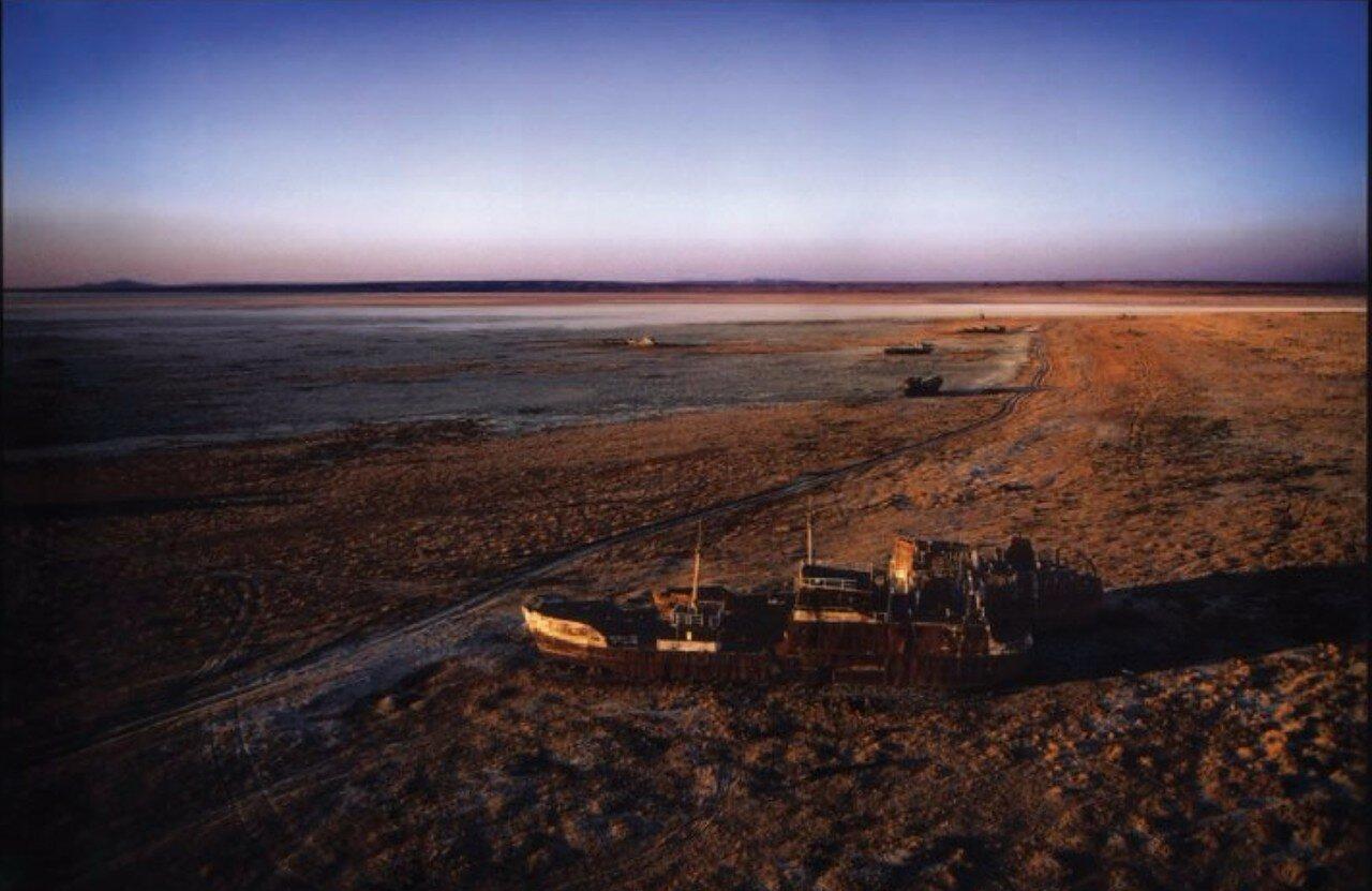 01. Лодка на мели, Аральское море