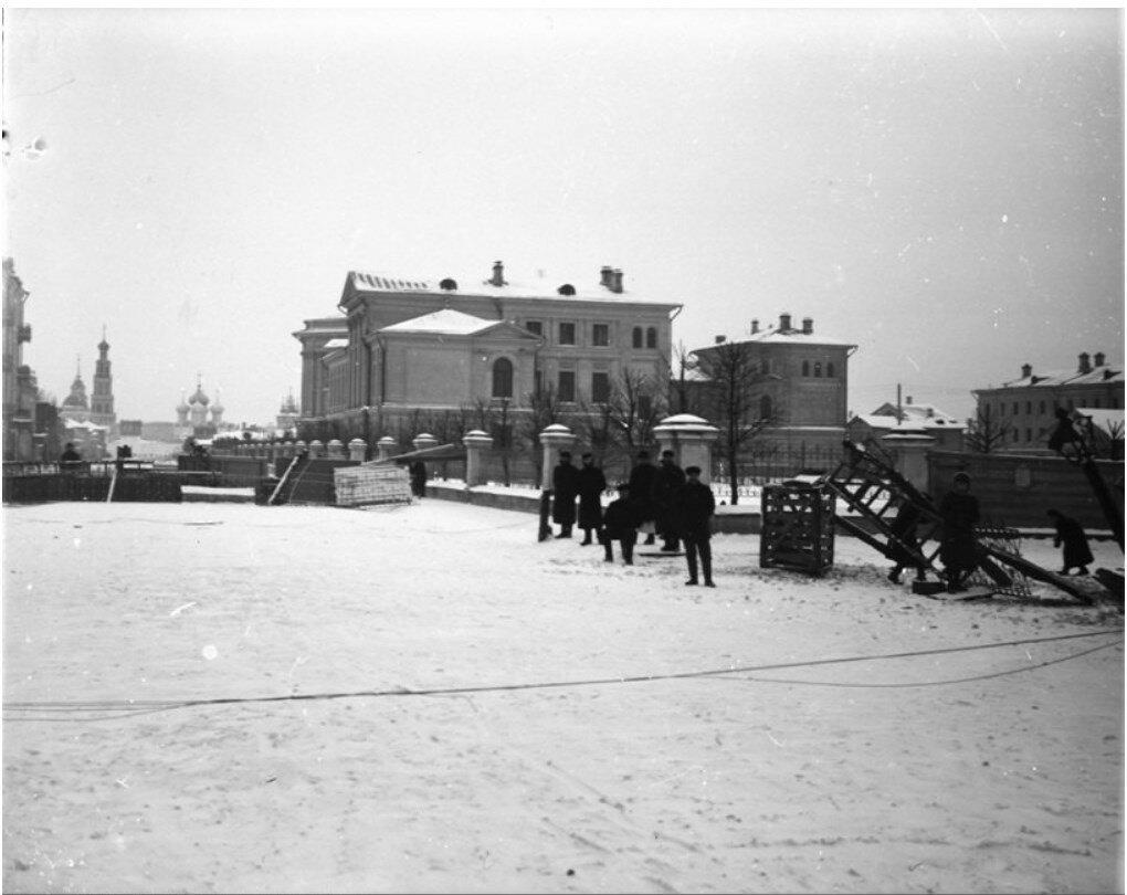 662. Баррикады возле клиники кожных болезней. 1905.