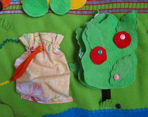 Игровой развивающий коврик Моулвиль... яблоня