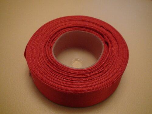 фото рулона красной ленты