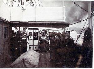Архимандрит Михей во время службы на пароходе; справа - больные лазарета.