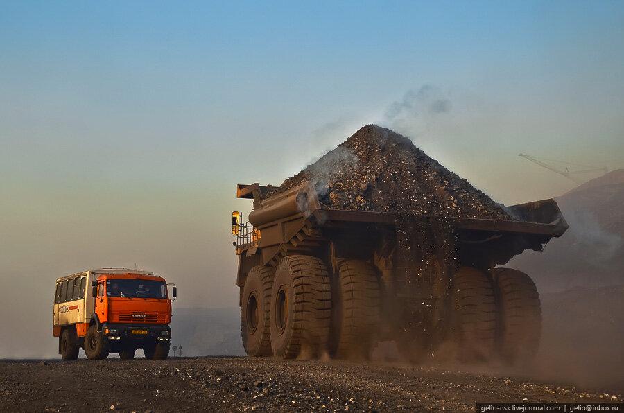 Бачатский угольный разрез. Самый большой Белаз 75600