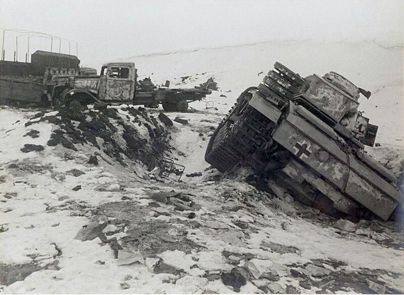 Фото С.Н. Струнникова: Подбитый при авиа-ударе немецкий танк.