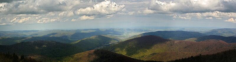 Сколевские Бескиды. Панорама парка. Фото из Википедии. Автор Igor Luzhanov