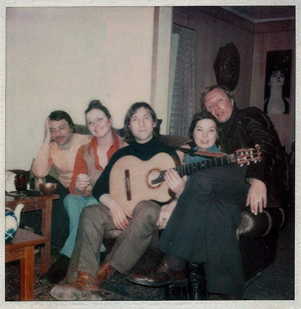 К.Ласкари, М.Влади, В.Высоцкий, Л.Голубкина, А.Миронов. Фото М.Брука, 8 марта 1976 года.