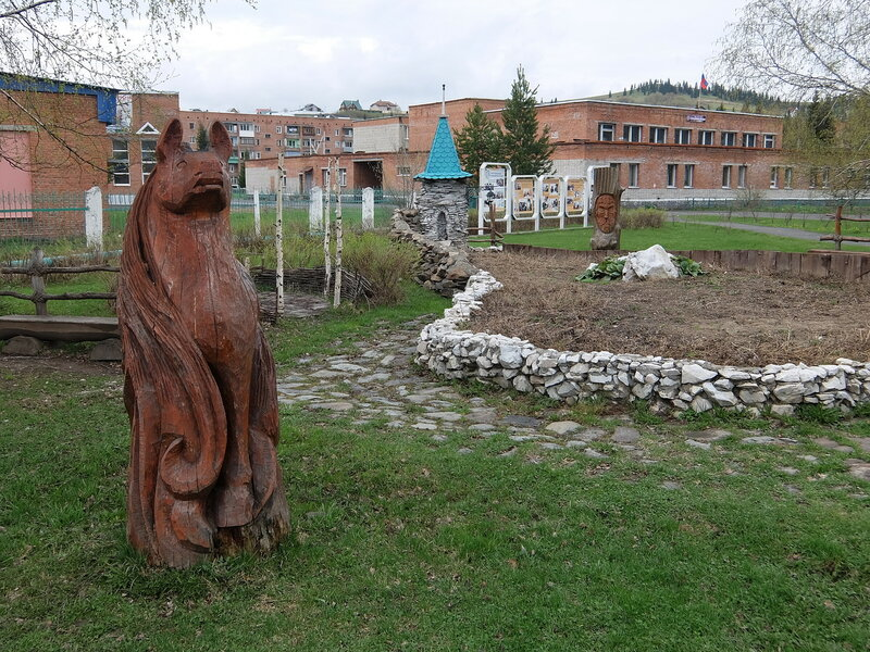 Таштагол - Скульптуры в районе Поспелова
