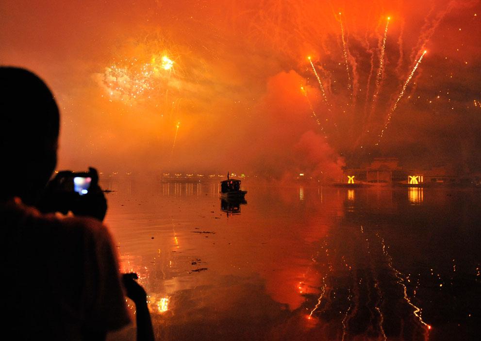 Новый Год шагает по планете