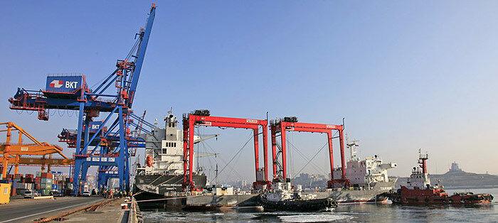 Владивостокский торговый порт получил новые краны