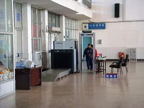 Лента сканнер на вокзале в Шеньяне (Китай)