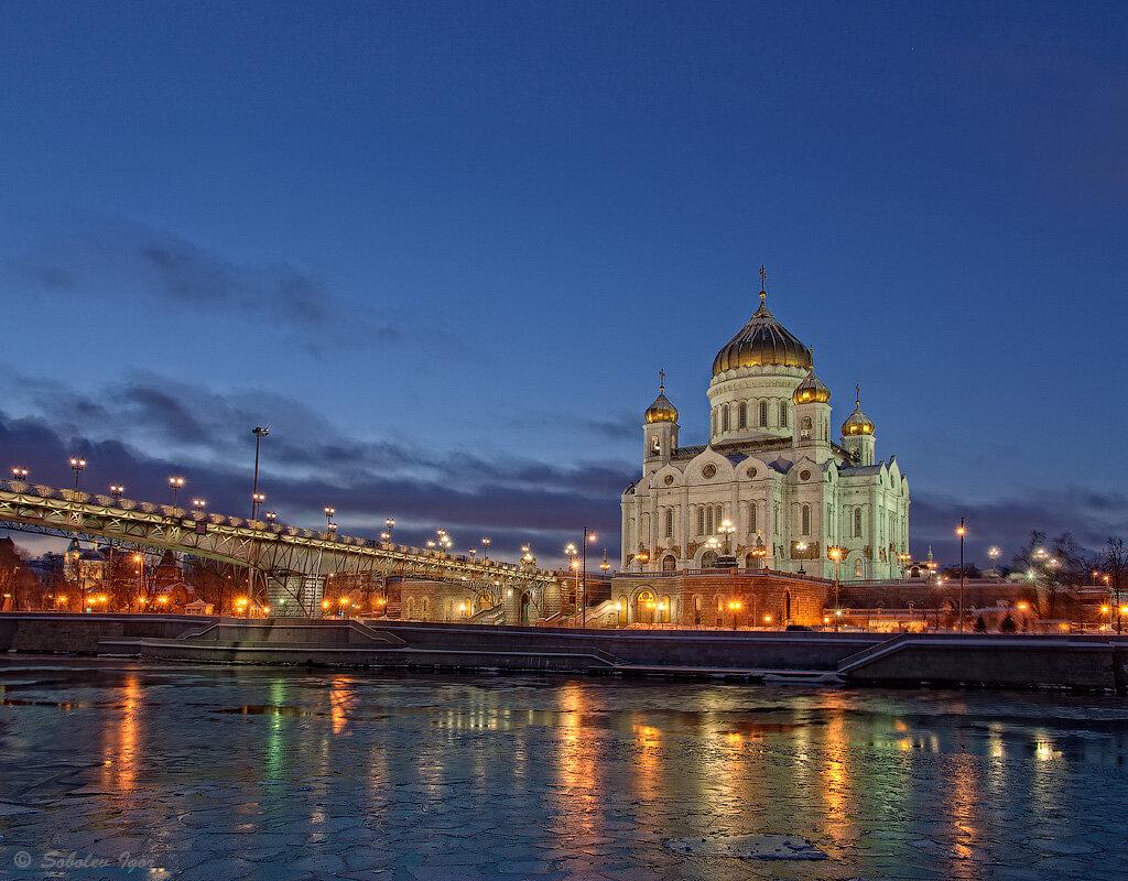 Панорама с видом на Храм Христа Спасителя