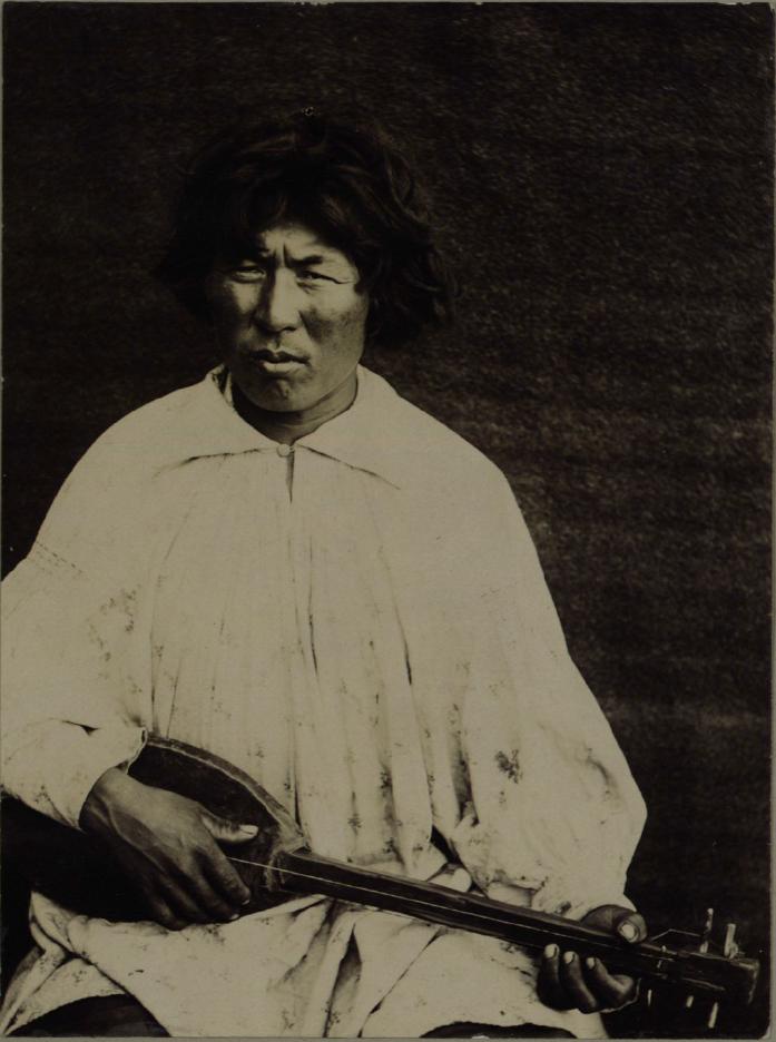 02. Типы качинцев. Молодой инородец с музыкальным инструментом