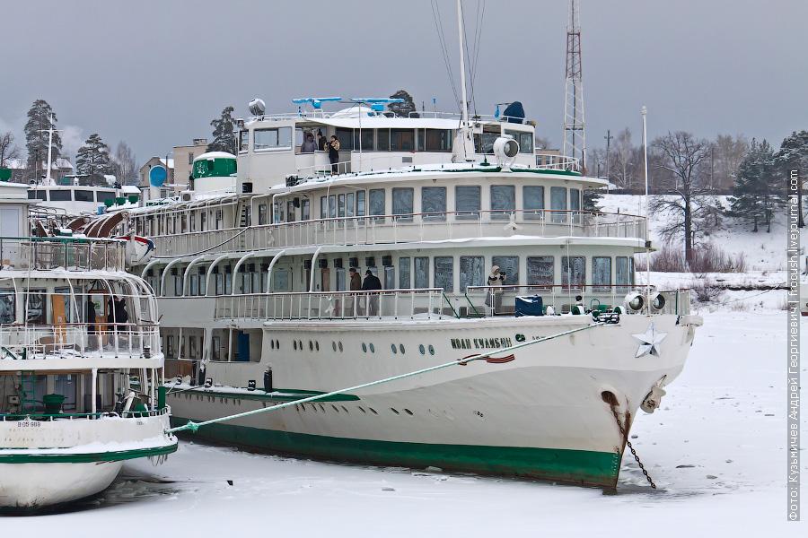 Теплоход «Иван Кулибин» зимой в затоне ППК