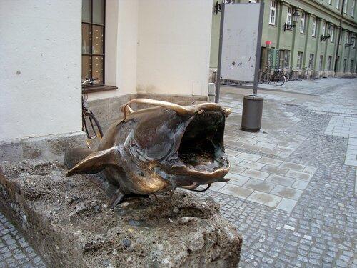 Памятник сому