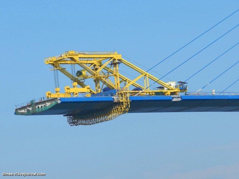 Мост на остров Русский. 5-января-2012г