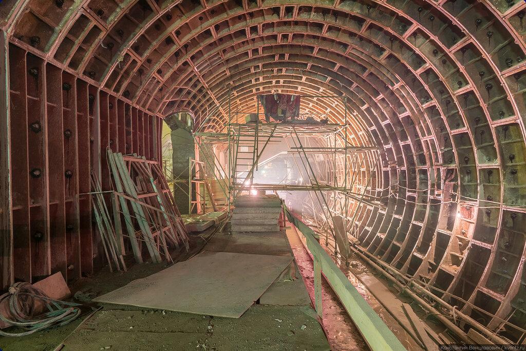 Левый станционный тоннель (ЛСТ). Здесь готовность пока меньше
