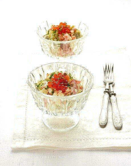 салат с лососем и икрой