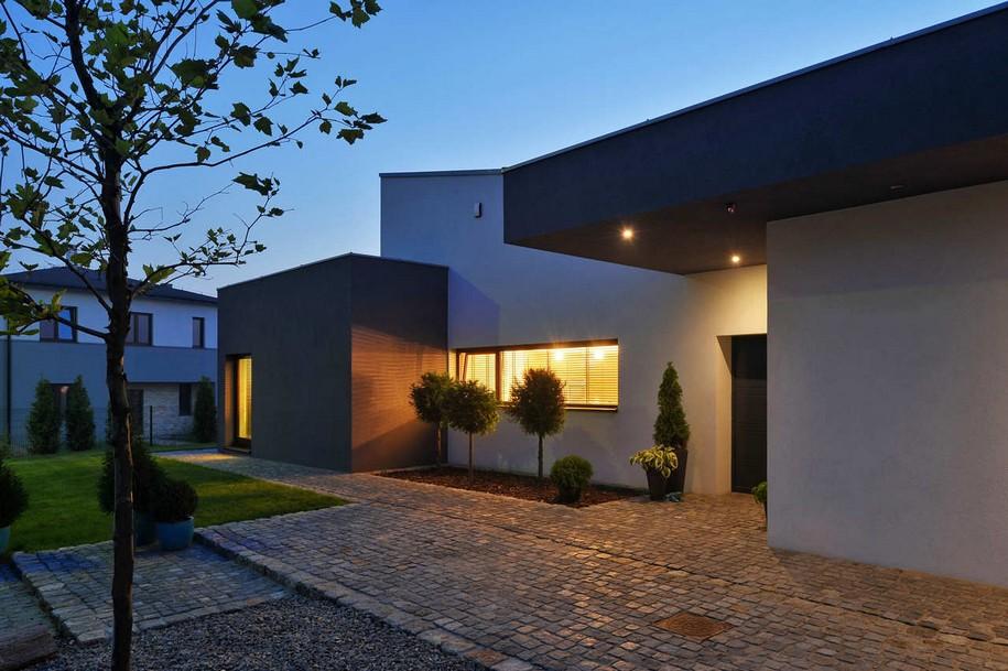M House от RS+ Robert Skitek в Польше