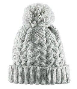 шапка с двумя помпонами.