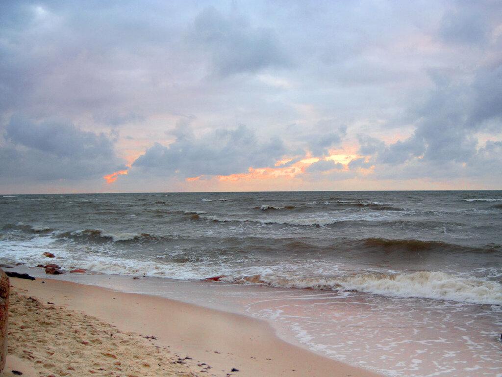 Закат над неспокойным морем... 2