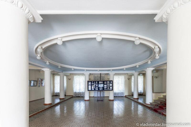 Вестибюль главного дома усадьбы Ивановское. Тосканский стиль.