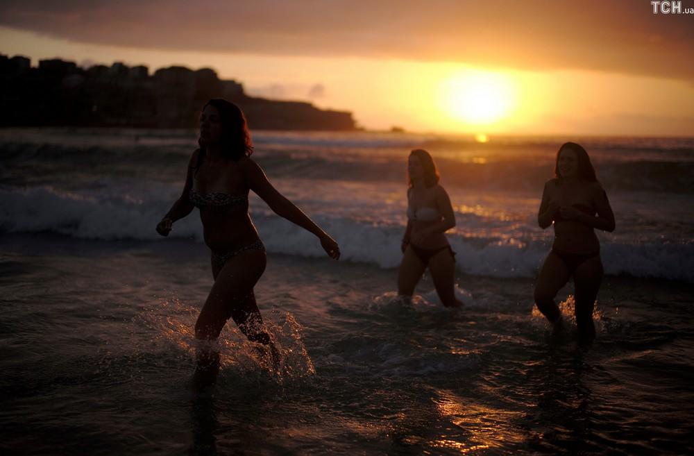 Топлес-вечеринка на пляже Сиднея в честь Нового года