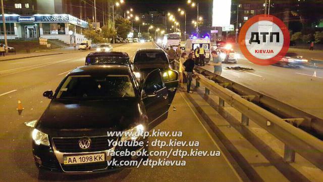 Пешеход-нарушитель в Киеве попал под колеса автомобиля и автобуса. ВИДЕО+ФОТОрепортаж