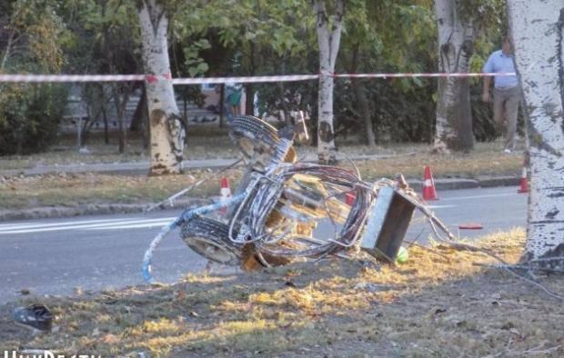 Шокирующее убийство - потрясающая равнодушие: Семьям погибших на работе николаевских дорожников Минсоцполитики ничего не выплатит (видео)