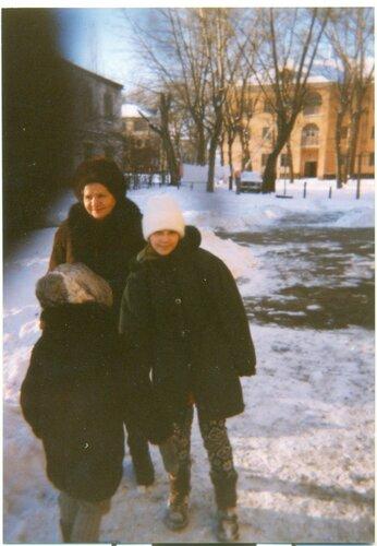 С бабушкой у нашего дома