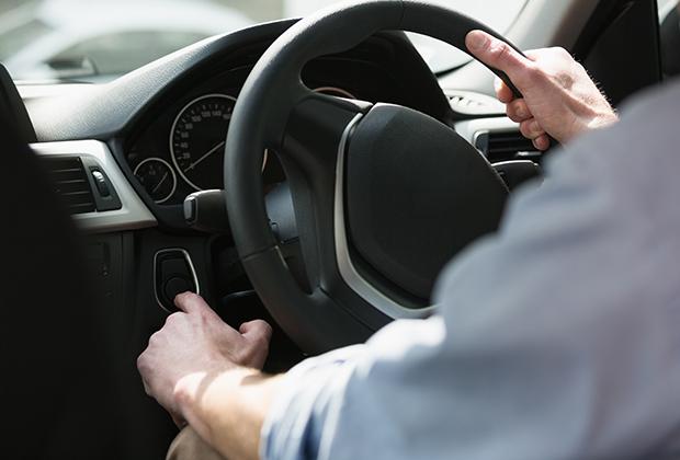 Особое внимание нужно уделить страховке, их может быть сразу несколько: страховка самого автомобиля,