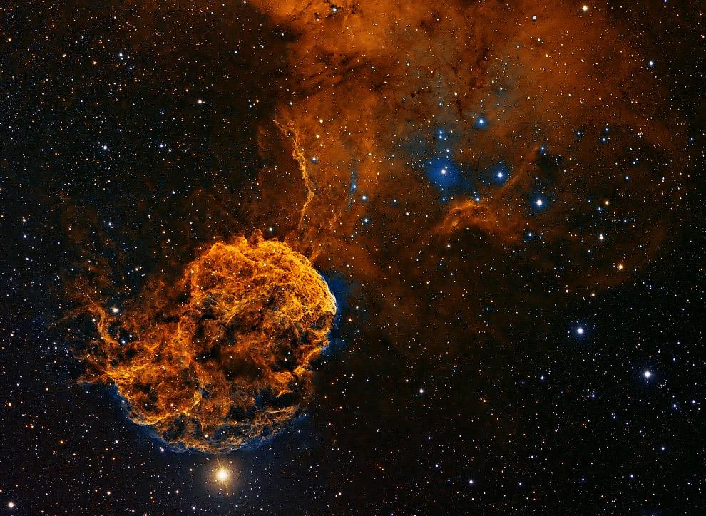 9. Туманность Розетка — гигантская эмиссионная туманность, расположенная вблизи одного из больш