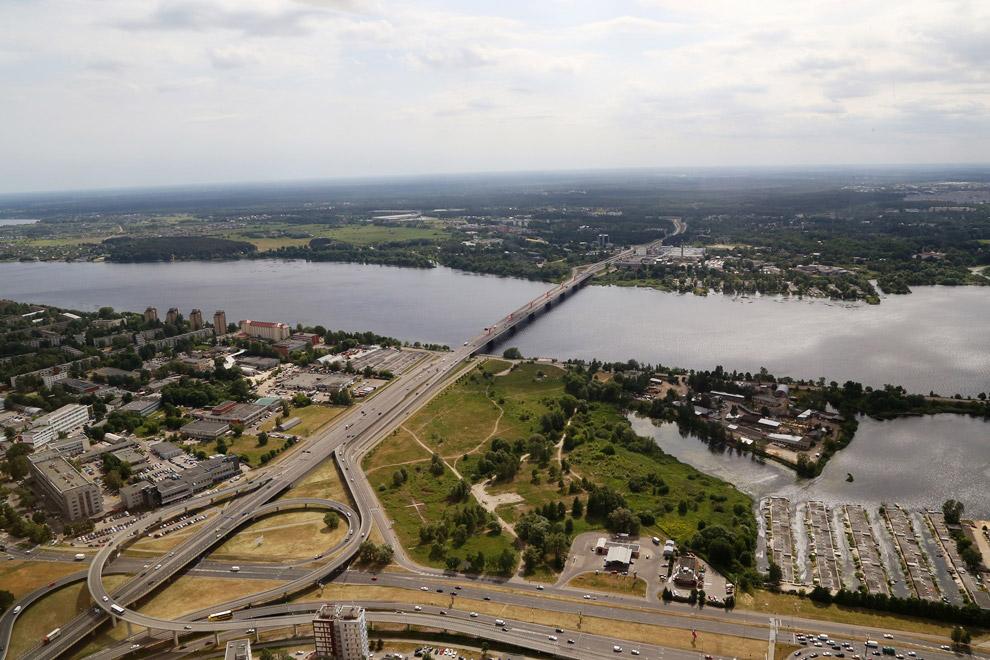 В Риге проживают в основном латыши (46,3 %, перепись 2011) и русские (40,2 %)