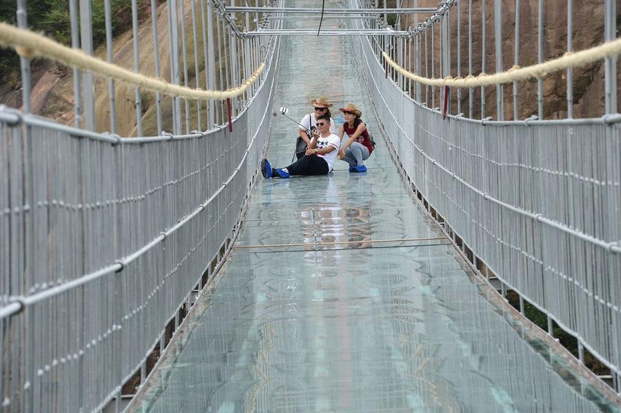 Самый длинный в мире подвесной стеклянный мост
