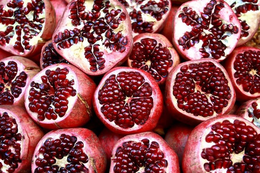 6. Гранат Гранаты способны укрепить сердечно-сосудистую систему, но помимо этого этот необычный фрук