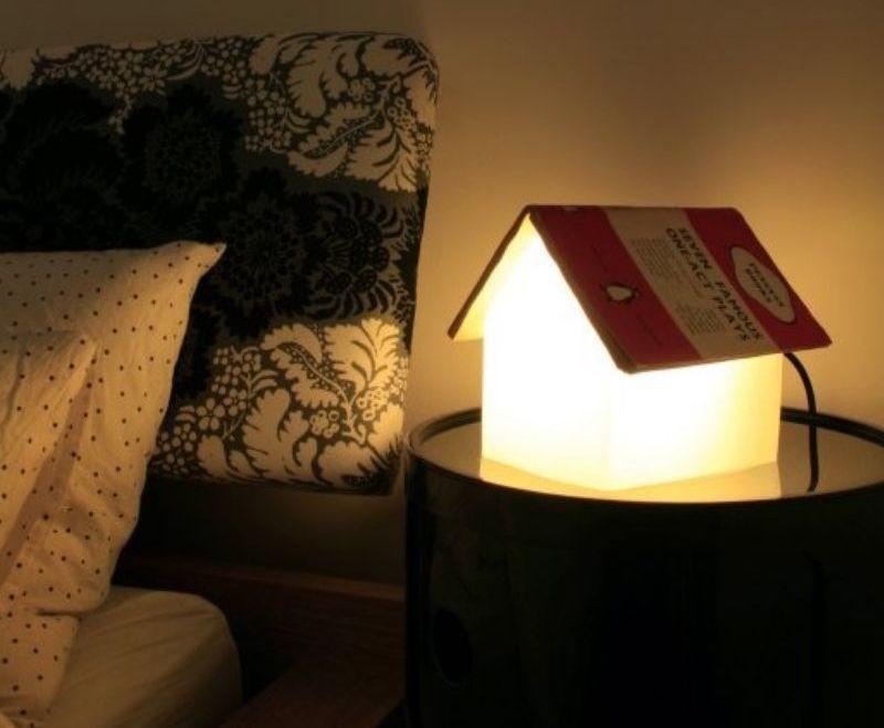 4. Лежа на Тоторо, приятно почитать книжку при свете тематической лампы