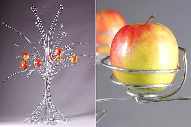 28. Где свежие яблоки растут на металлическом дереве