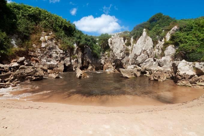 Пляж Гульпиюри, Астурия Кто сказал, что лучшие пляжи обязательно должны быть на морском берегу? Плая