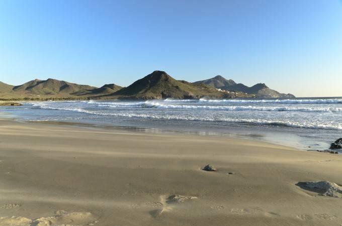 Плая де лос Хеновезес, Альмерия Красивый и совершенно безлюдный «Пляж генуэзцев» находится на берегу
